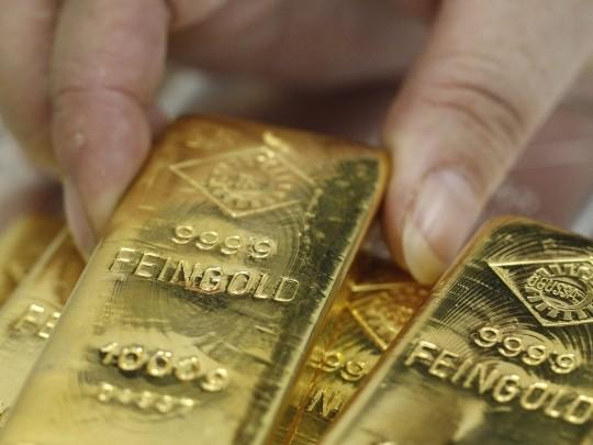 Gold Edges Up On Russian Cenbank Buying, Support Seen