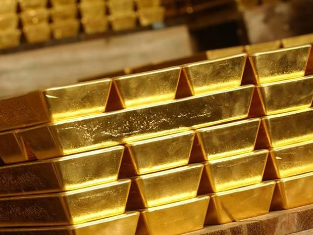 Gold Rises On ECB Action Hopes, Subdued Dollar