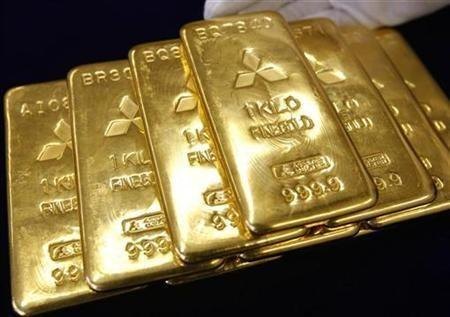 Gold Eases With Stocks, Euro As Risk Appetite Wanes