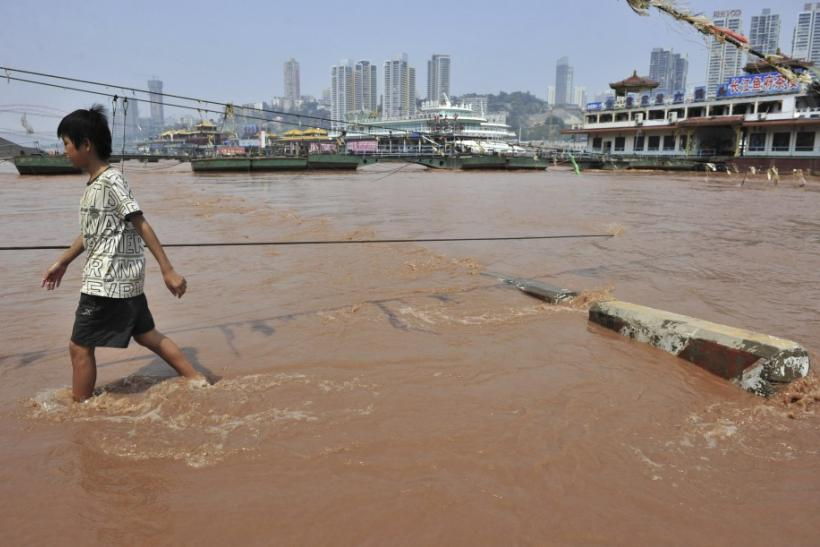 Yangtze River Turns Red: Photos Of China's Once Golden, Now Scarlet Pathway [PICTURES]