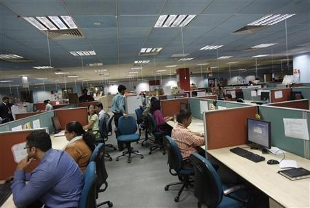 Indian IT Cos Cheer Weak Rupee, Fear Immigration Bill