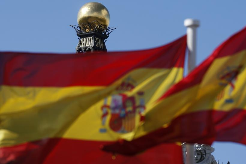 Spanish flag at Bank of Spain building