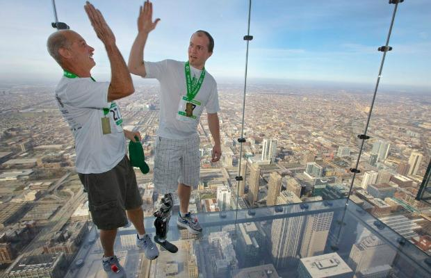 Zac Vawter Scales Chicago Skyscraper