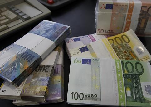Euro Steady at $1.30 As Portugal Looks for 1.3 Billion Euros to Cut