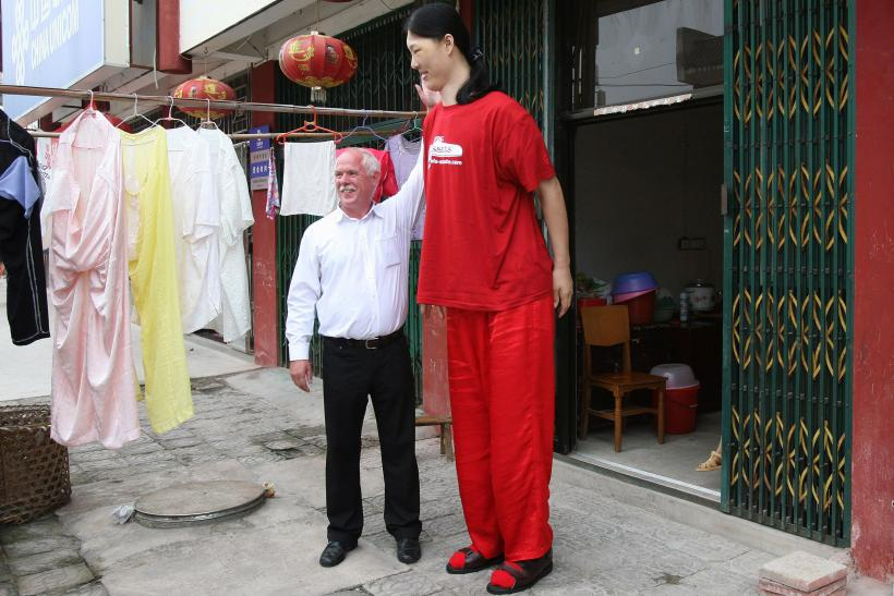 World's Tallest Woman Dies