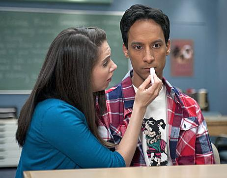 Alison Brie And Danny Pudi Of 'Community' Freestyle Rap; Fans Clamor For Season 4 Release [VIDEO]