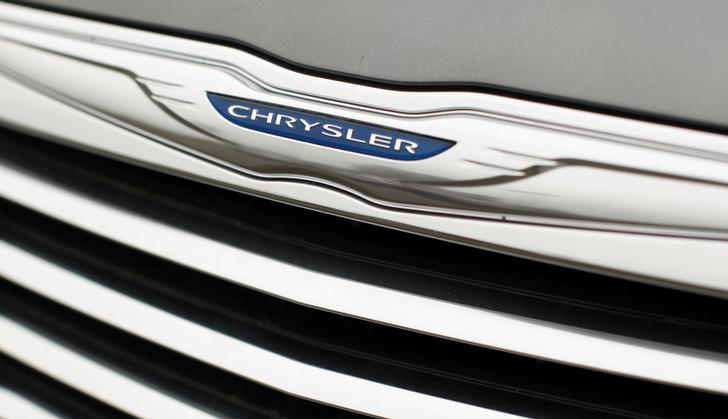Chrysler auto badge