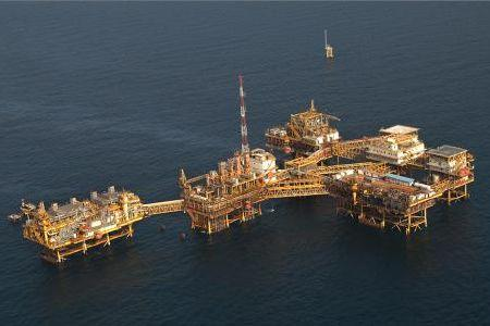Iranian Natural Gas Workers Jump Into Persian Gulf As Rig Collapses