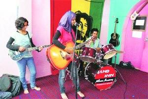 Spice Girls Interrupted: Muslim Cleric's Fatwa Forces Girl Band In Kashmir To Break Up