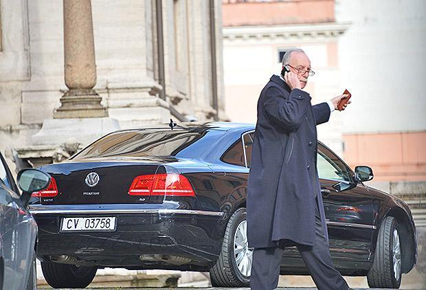 The Pope's car outside Santa Maria Maggiore Church