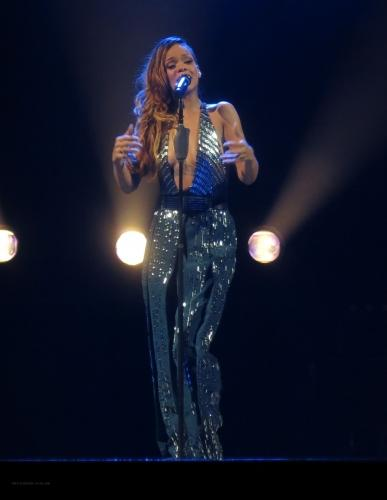 Rihanna Returns To Diamond World Tour And Wears Revealing Jumpsuit [PHOTOS]