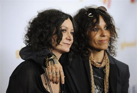 Who Is Sara Gilbert Engaged To? Linda Perry Proposes To 'Talk' Girlfriend In Park