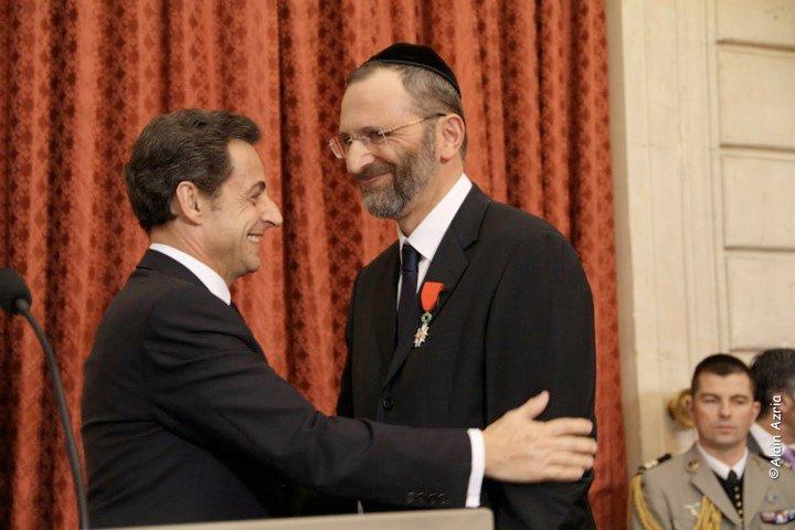 Bernheim receives the Légion d'honneur in 2009 from Sarkozy.