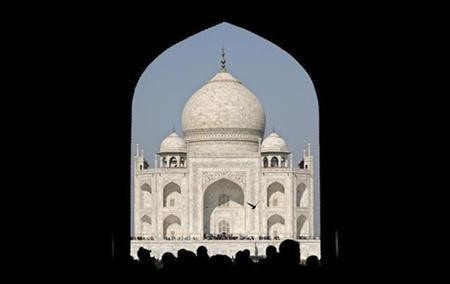 In India, Blast Near Agra's Taj Mahal Kills Two