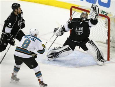Blackhawks Meet Wall Of Quick, Kings