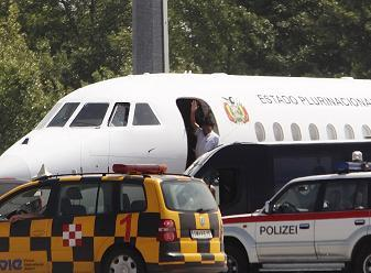 Bolivia President Morales' Plane Returns Home After Snowden Suspicions