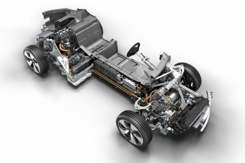 http://s1.ibtimes.com/sites/www.ibtimes.com/files/styles/v2_article_large/public/2013/08/07/bmw-i8-drivetrain.jpg