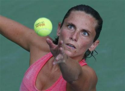 Vinci Beats Rain To Reach Quarter-finals