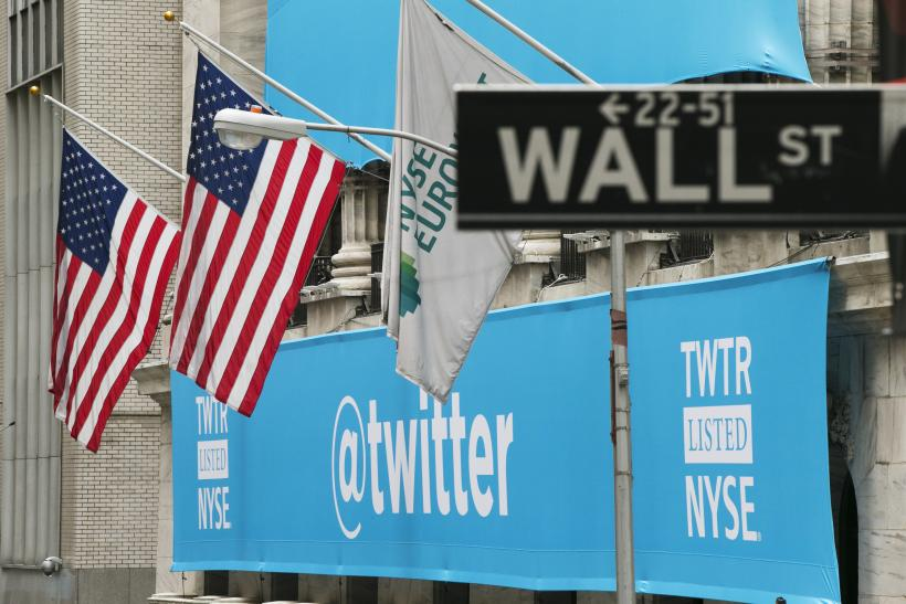 Twitter IPO NYSE 7Nov2013 lateral sign