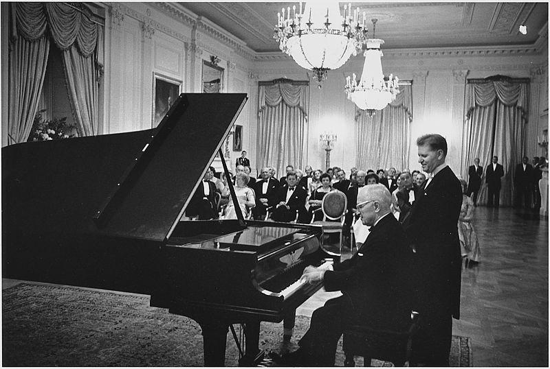 Truman Kennedy WH piano Nov 1961 NA