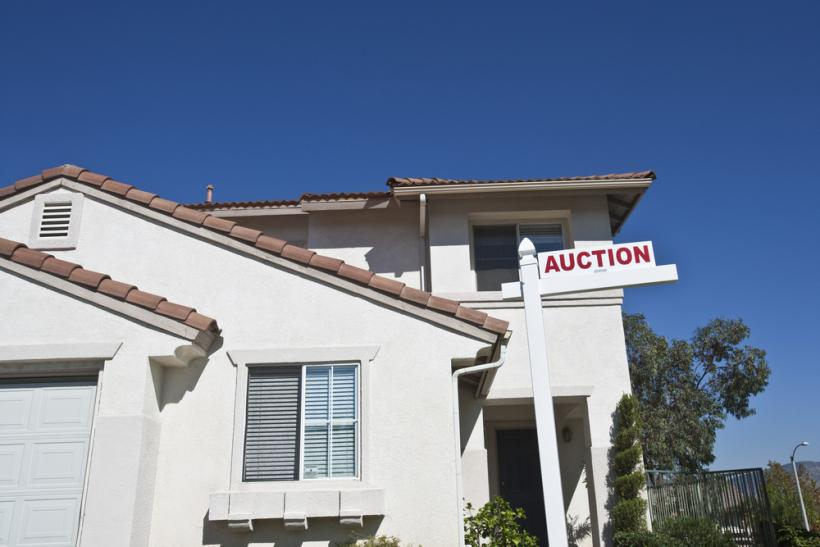 Housing US auction by Shutterstock