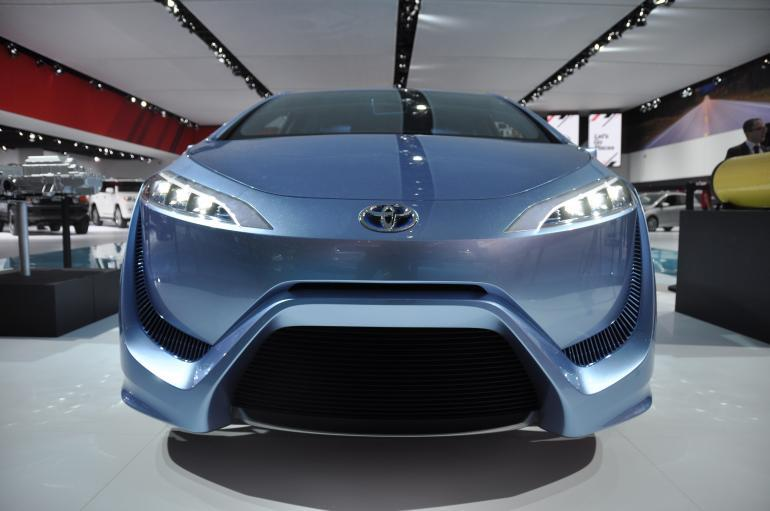 toyota-fcv-r-hydrogen-fuel-cell-car