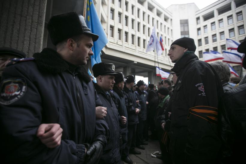Ukraine police Crimea 26Feb2014