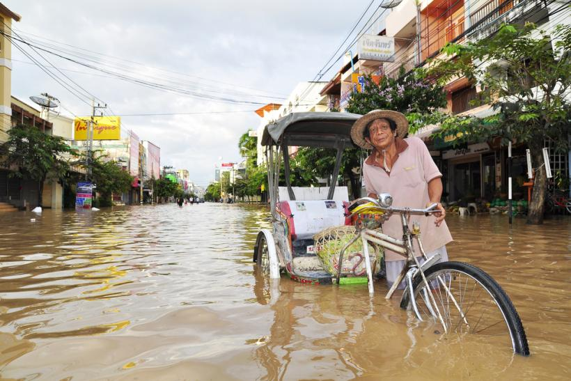 Thailand flood 2011 by Shutterstock