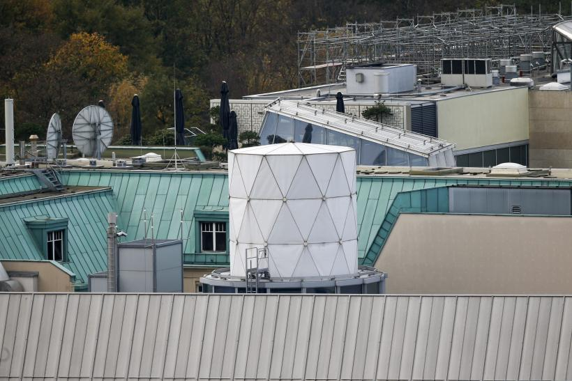"Surveillance ""listening post"" on top of British embassy in Berlin"