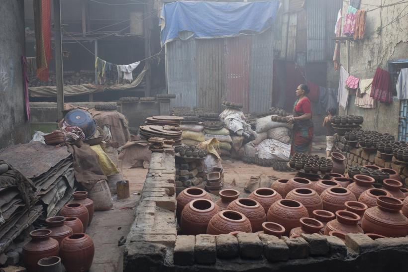 Pottery_unit_in_Dharavi,_Mumbai