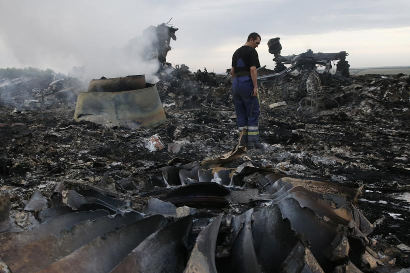 http://s1.ibtimes.com/sites/www.ibtimes.com/files/styles/v2_article_large/public/2014/07/18/mh17-debris.jpg