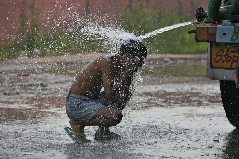 India's heat wave death toll tops 1,826 – hospitals overwhelmed – delirium reported in mass, no end in sight Rtr3t6jg