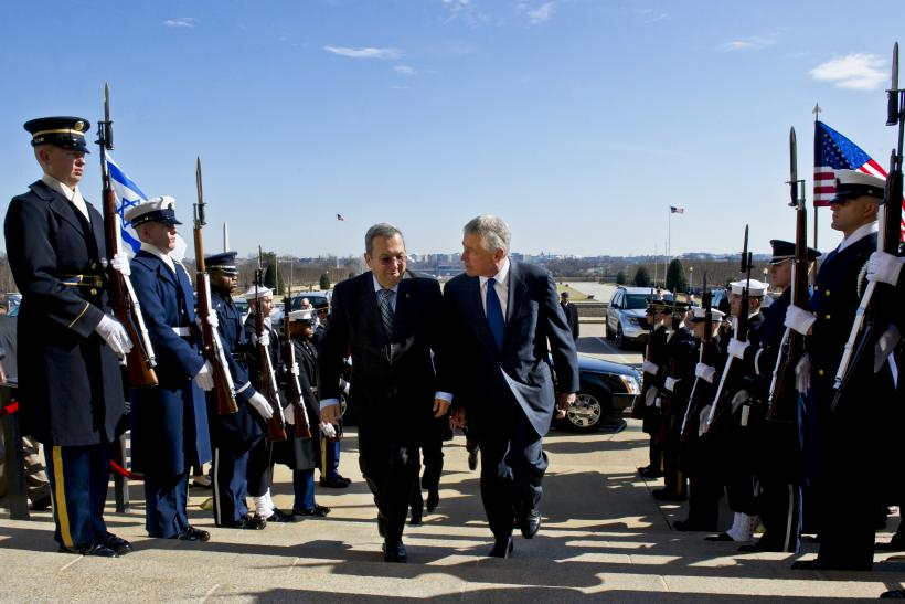 Barak and Hagel arrive at the Pentagon