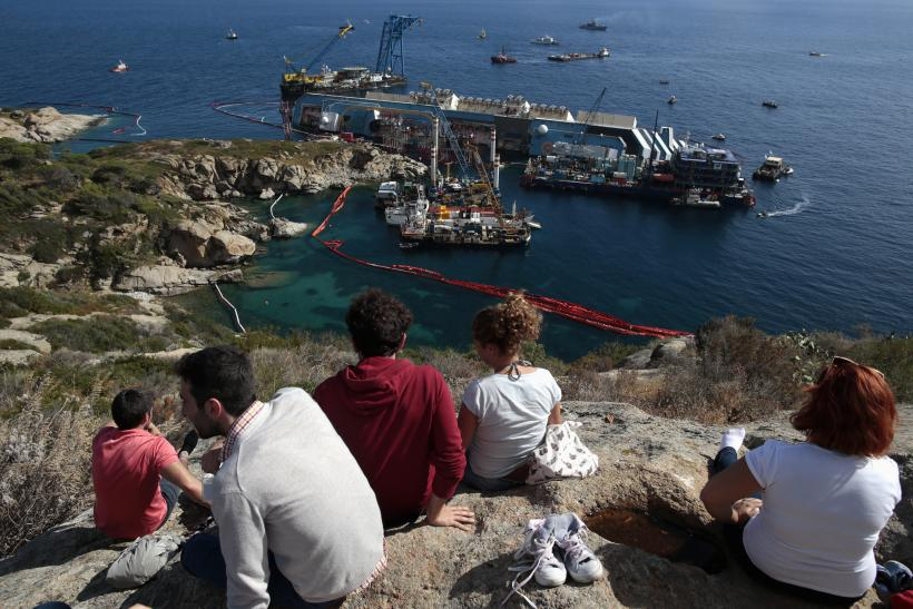 Salvage Crews Will Begin To Re-Float The Costa Concordia On Monday