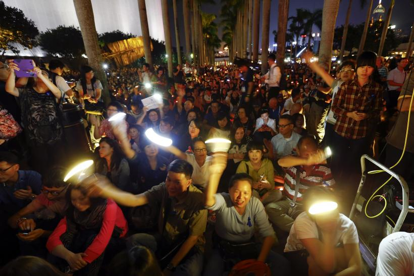 Hong Kong Anti-Occupy Protesters Clash With Journalists