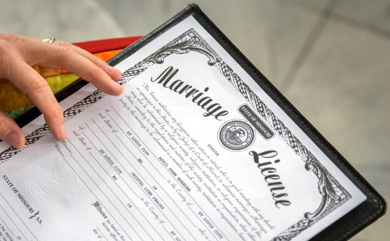 Arkansas, Mississippi Courts Overturn Gay Marriage Ban