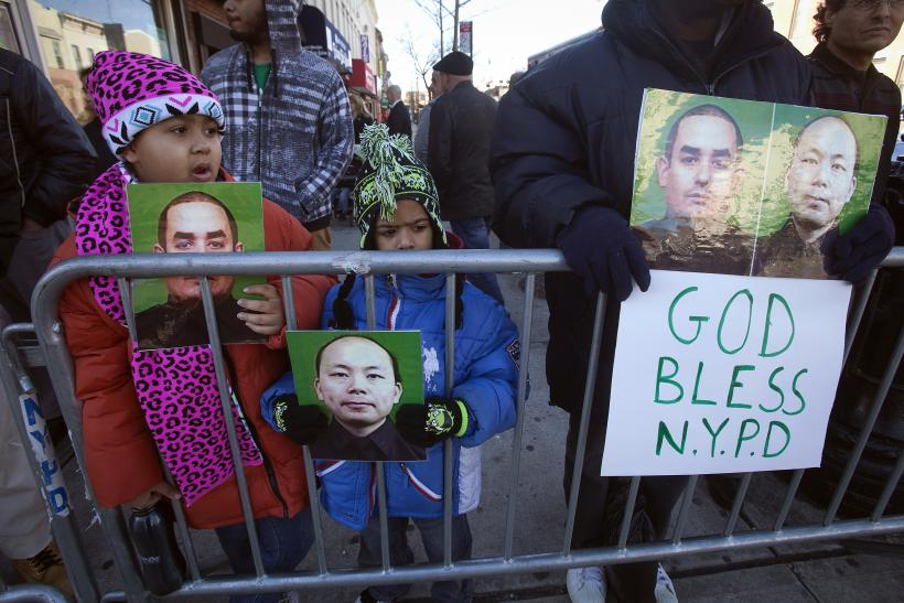 Brooklyn Police Shooting: Thousands Attend 8-Hour Wake Of Officer Rafael Ramos [PHOTOS]