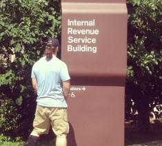 Football Player Pees On IRS? Philadelphia Eagles Guard Evan Mathis Posts On Instagram