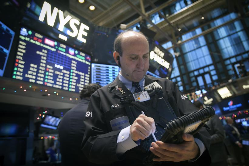 Dow Plunges 300 Points On Weak Earnings, Data