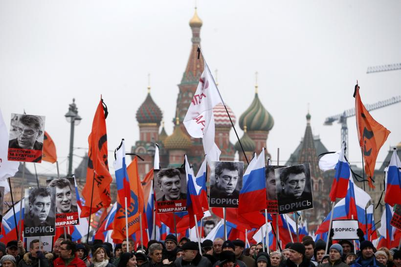 At Moscow Rally For Slain Boris Nemtsov, Protesters Vow 'We Won't Forget, We Won't Forgive'