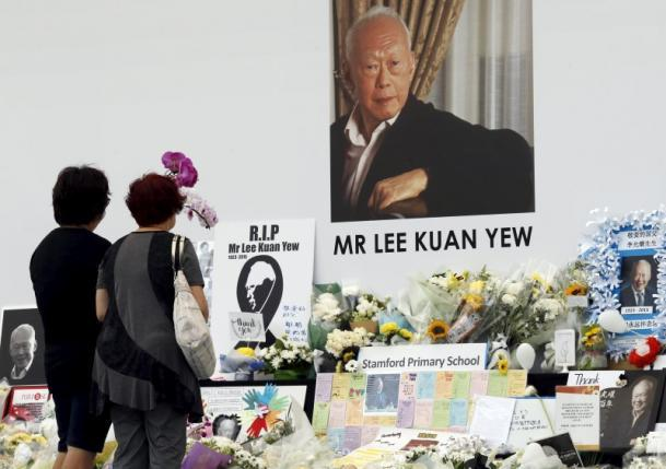 Thousands Gather Before Singapore Founder Lee's Funeral