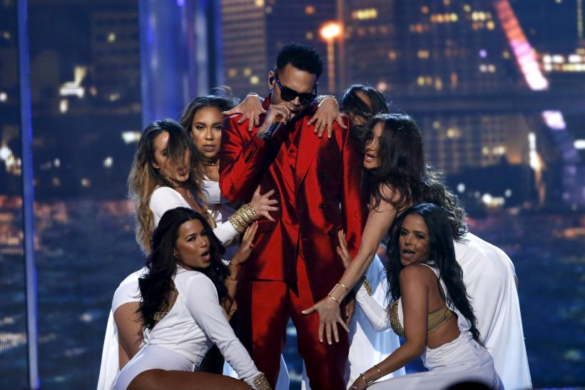 "[13:11] Singer Chris Brown performs ""Fun"" on stage at the 2015 Billboard Music Awards in Las Vegas"