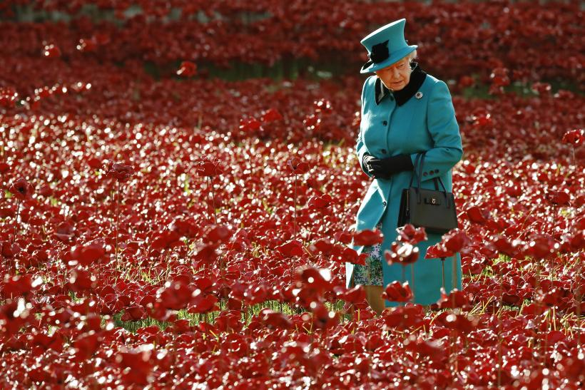 [8:10] Britain's Queen Elizabeth walks through a field of ceramic poppies
